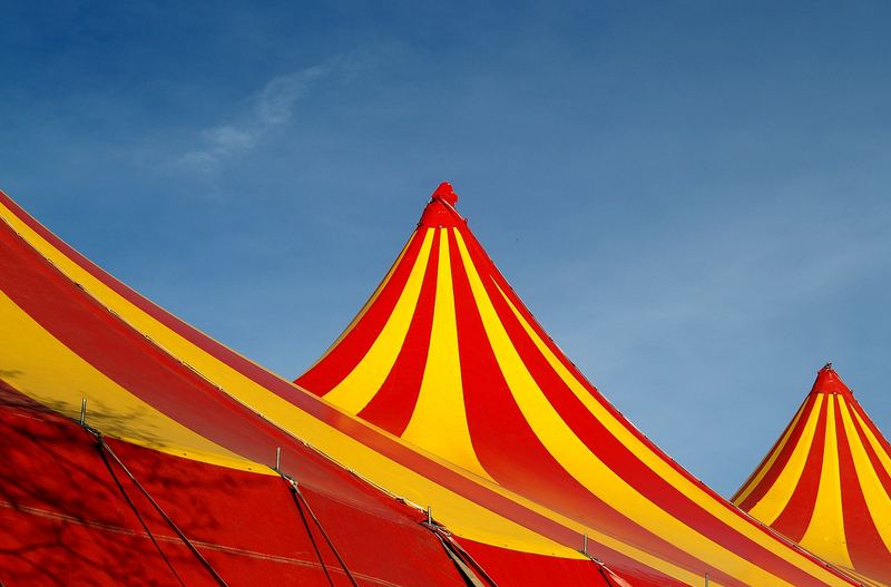 """Dach eines Zirkuszeltes, """"circus-in-town"""", www.freeimages.com"""